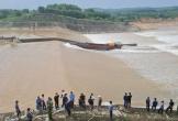 (NÓNG): Giải cứu PGĐ Sở GTVT cùng đoàn công tác mắc kẹt giữa dòng nước xiết