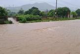 Mưa lớn khiến nhiều tuyến đường ở Hà Tĩnh ngập sâu