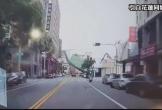 Video: Khách sạn 7 tầng bất ngờ đổ sập xuống chỉ trong vài giây, người đi đường đứng tim nhìn