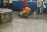 Clip: Vợ tung đòn quật ngã chồng ở ngay nhà ga và lý do bất ngờ