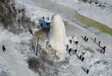 Cột nước đóng băng cao 10 m ở Trung Quốc