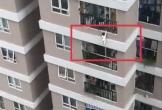 Rơi từ tầng 12 chung cư, cô bé 2 tuổi thoát chết