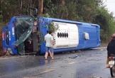 Xe khách lật trên quốc lộ, 19 người bị thương