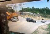 Suýt bị xe tải đè trúng, người đàn ông 2 lần thoát chết khó tin