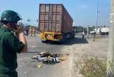 Xe container cuốn xe đạp điện vào gầm, người phụ nữ chết thảm trên đường đi khám bệnh