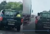Hà Tĩnh: Truy tìm tài xế xe bán tải chở trẻ con sau thùng, phóng bạt mạng trên QL1