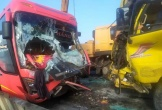 Xe tải và xe khách đối đầu, hai người thương vong