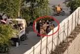 Xôn xao clip cảnh sát giao thông túm tóc, đấm túi bụi nhóm thanh niên