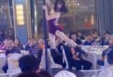 Màn múa cột trong đám cưới khiến quan khách 'đỏ mặt', dân mạng bức xúc 'ném đá' không thương tiếc