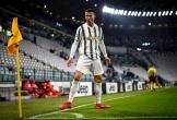 Cristiano Ronaldo xô đổ kỷ lục ghi bàn vô tiền khoáng hậu