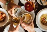 Sẵn rượu thịt, 6 người tụ tập nhậu tưng bừng trong khu cách ly