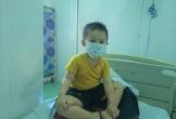 Bé trai 3 tuổi chiến đấu cùng lúc với ung thư và COVID-19