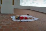 Người phụ nữ được cho là F0 ăn mặc 'mát mẻ' lên sân thượng phơi nắng, bị nhắc nhở vẫn nằm trơ trơ