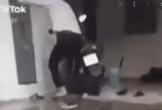 Clip: Chàng trai phẫn nộ đạp tung cửa phòng trọ, bắt tại trận bạn gái đang