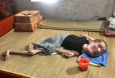 """Cảnh """"sống mòn"""" của góa phụ đau yếu nuôi con tàn tật, 39 tuổi nhưng mang hình hài một đứa trẻ"""