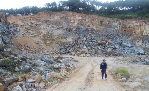 Khu vực nổ mìn khai thác đá của Công ty Ngọc Hải cách nhà dân khoảng 250m - Ảnh: Quang Cường
